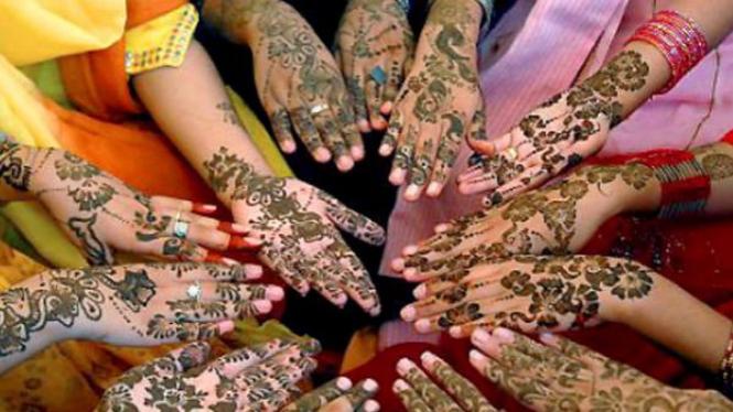 Wanita menyambut Lebaran di India