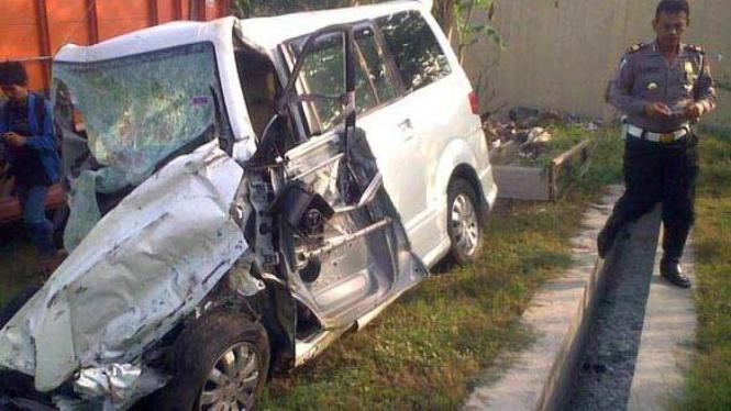 4 tewas dalam kecelakaan mobil dengan dengan bus PO Mila Sejahtera
