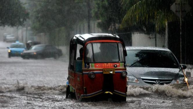 Kawasan Menteng Tergenang Akibat Hujan