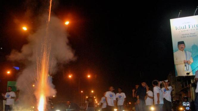 Warga Jakarta Konvoi Rayakan Takbir