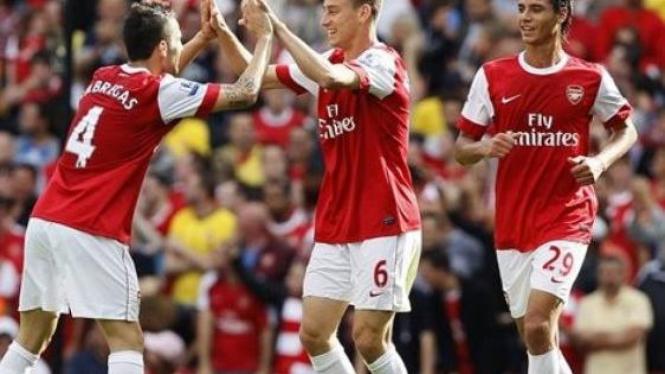 Pemain Arsenal rayakan gol