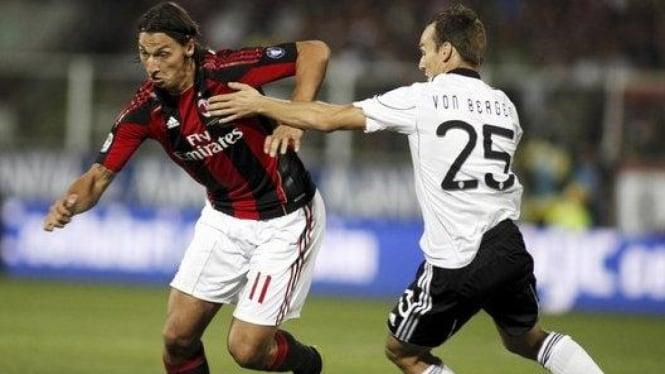 Zlatan Ibrahimovic (kiri)