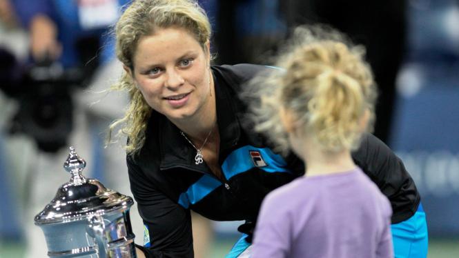 Kim Clijsters (kiri)