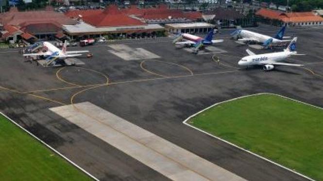 Bandara Ahmad Yani, Semarang.
