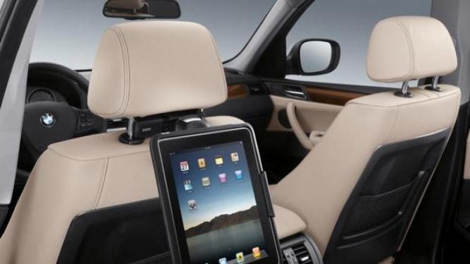 Dudukan iPad di kursi belakang BMW