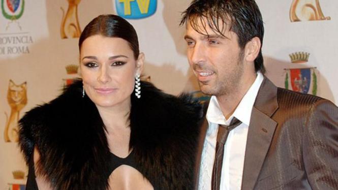 Gianluigi Buffon dan istrinya Alena