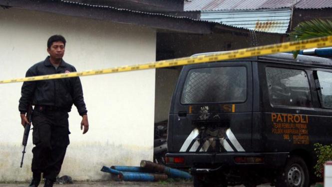 Mobil polisi di Polsek Hamparan Perak nyaris dibakar