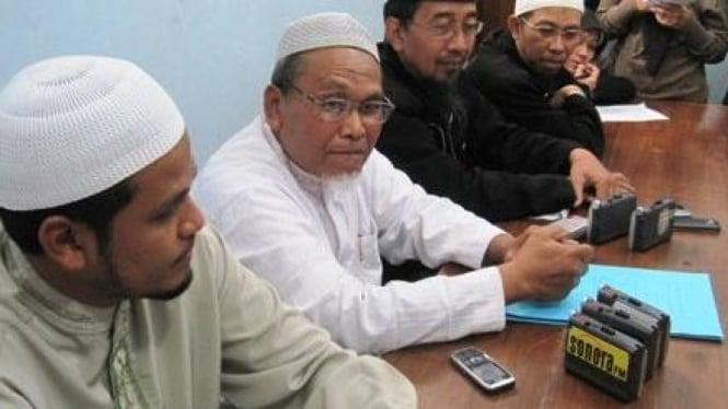Ketua Harian JAT, Muhammad Achwan (tengah)