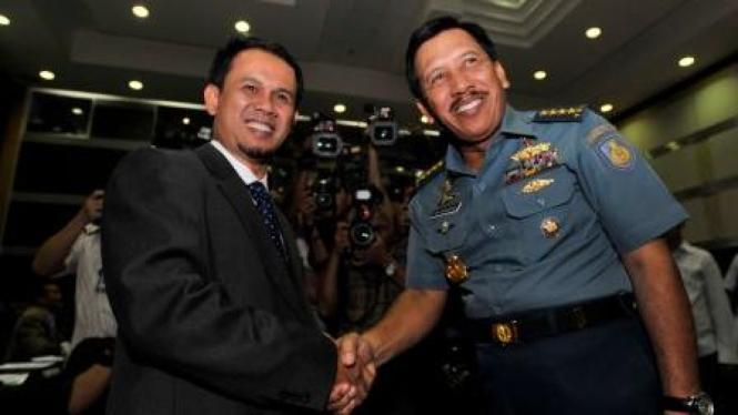 Laksamana TNI Agus Suhartono dan Mahfudz Siddiq (PKS)