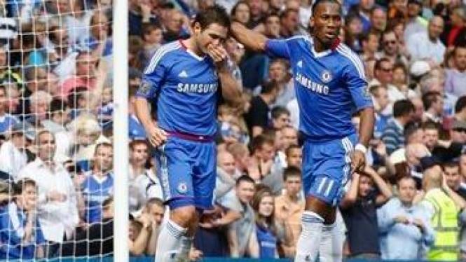Frank Lampard (kiri) dan Didier Drogba