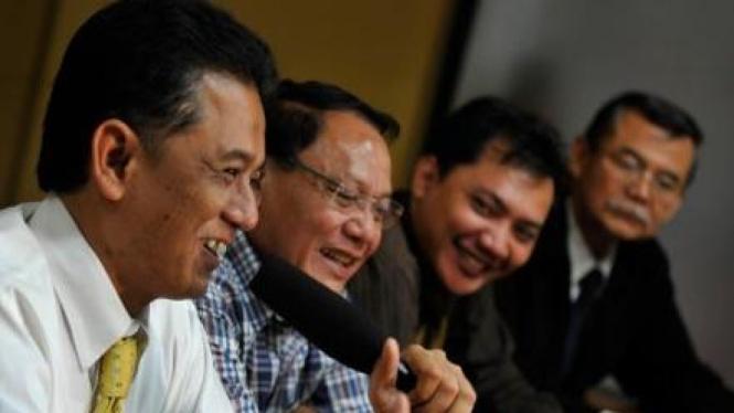 Endriartono Sutarto diapit Chandra M Hamzah, Taufik Basari & Bibit Riyanto
