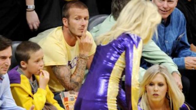 David Beckham melirik  Cheerleader