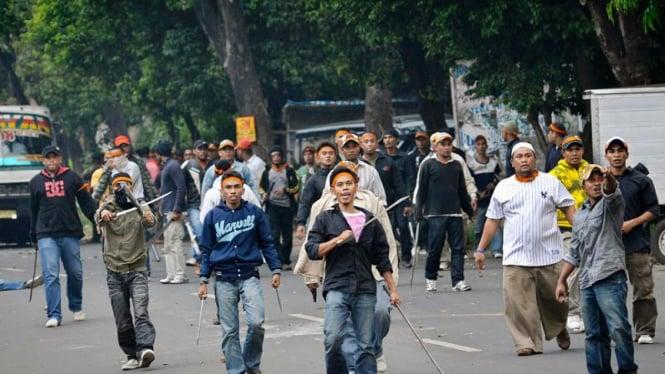 Bentrokan massa di Jalan Ampera Raya, Jakarta