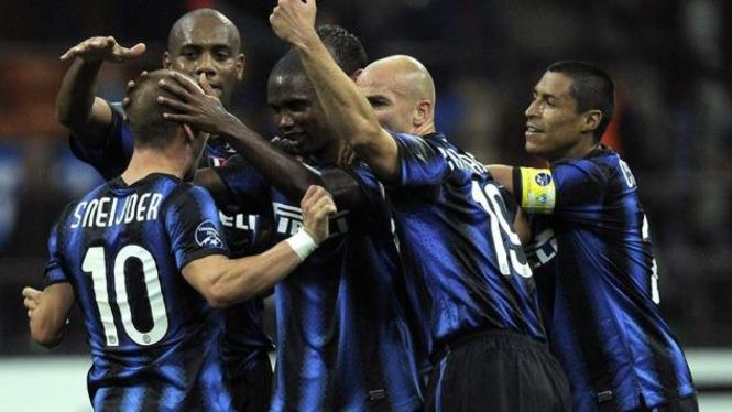 Wesley Sneijder bersama pemain Inter Milan merayakan gol ke gawang Werder Bremen