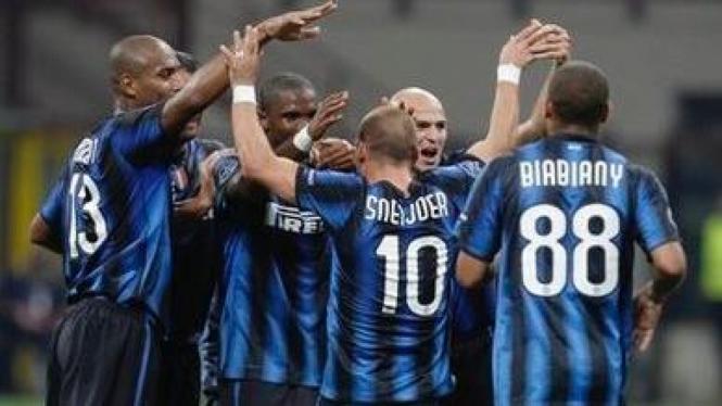 Pemain Inter Milan merayakan gol atas Werder Bremen