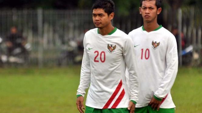 Bambang Pamungkas (kiri) dan Yongki Aribowo