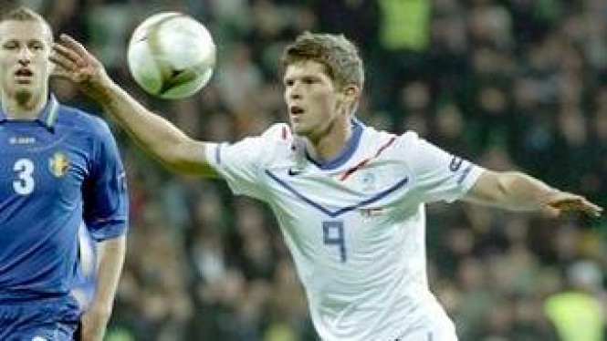 Klaas-Jan Huntelaar (putih)