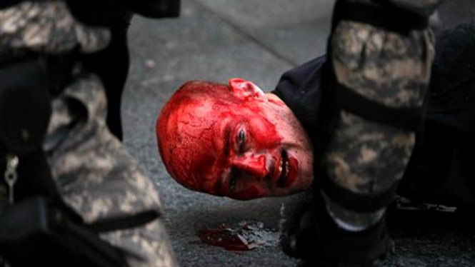 Polisi Serbia menahan peserta demonstrasi anti gay di Beograd
