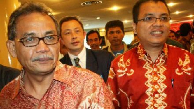 Prof. Bismar Nasution (kiri) & Denny Indrayana