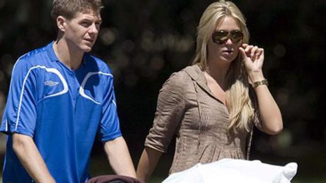 Steven Gerrard dan istrinya Alex Curran