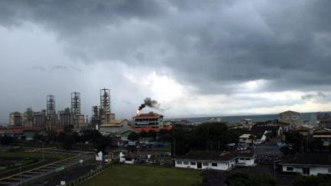 Awan hitam di atas Kawasan Industri Ciwandan, Anyer