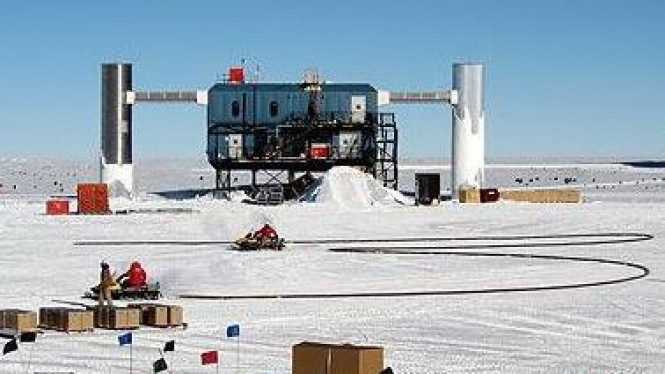 Teleskop IceCube di Antartika
