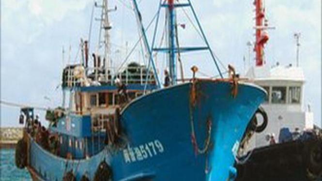 Kapal penangkap ikan China saat ditahan di Jepang, September 2010
