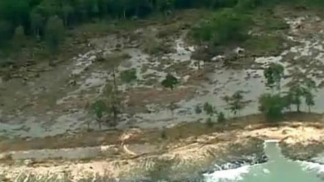 Pesisir Pantai Pagai, Kepulauan Mentawai, yang dilanda tsunami