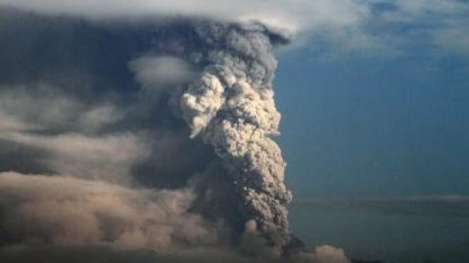 Gunung Merapi meletus Kamis 4 November 2010