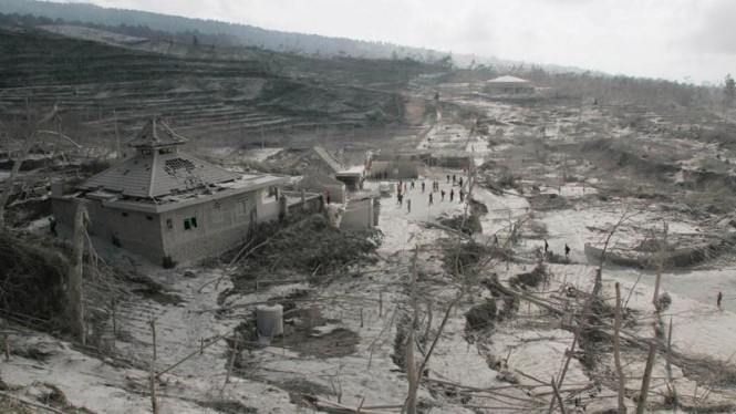 Desa Kinahrejo tersapu awan panas