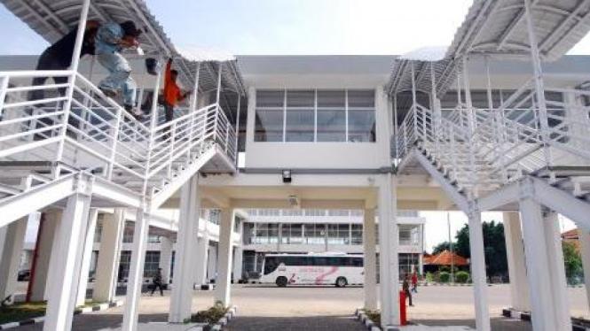 Terminal Purabaya di Surabaya.