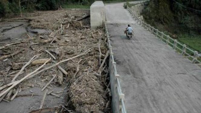 Sungai Kuning, Cangkringan, Sleman, dipenuhi material akibat erupsi Merapi