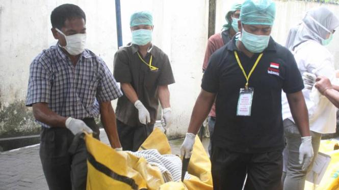 Evakuasi jenazah korban Merapi