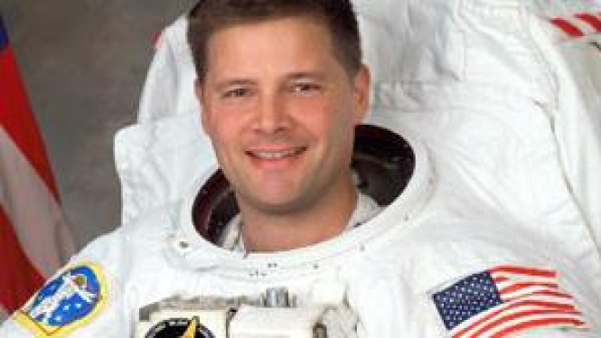 Douglas H Wheelock (@Astro_Wheels), salah satu astronot NASA