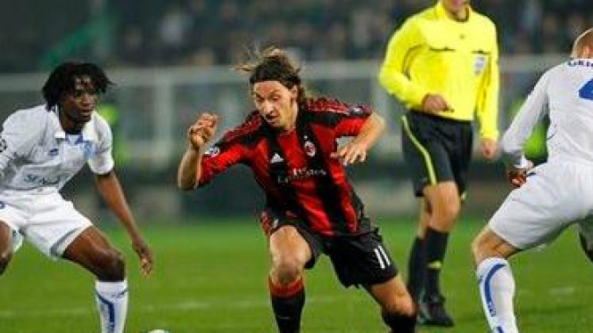 Zlatan Ibrahimovic (Tengah)