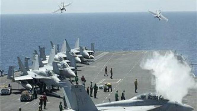 Pesawat tempur AS lepas landas dari kapal induk USS George Washington