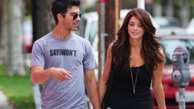 Joe Jonas & Ashley