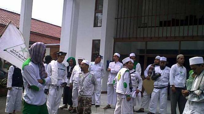 FPI Bandung Demo Ariel