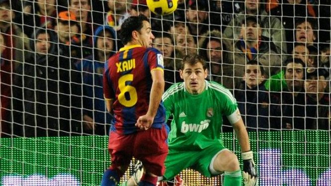 Xavi Hernandez jebol gawang Iker Casillas