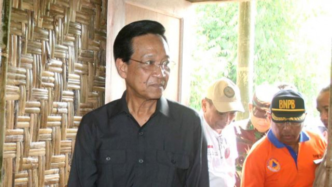 Sri Sultan Hamengkubuwono Meninjau Shelter Pengungsi Merapi
