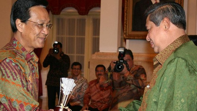 Gubernur DIY Sultan Hamengku Buwono X dan Presiden Susilo Bambang Yudhoyono