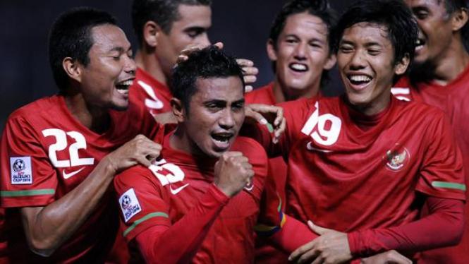 Pemain timnas Indonesia merayakan gol