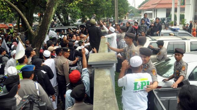 FPI mendatangi persidangan Ariel di PN Bandung
