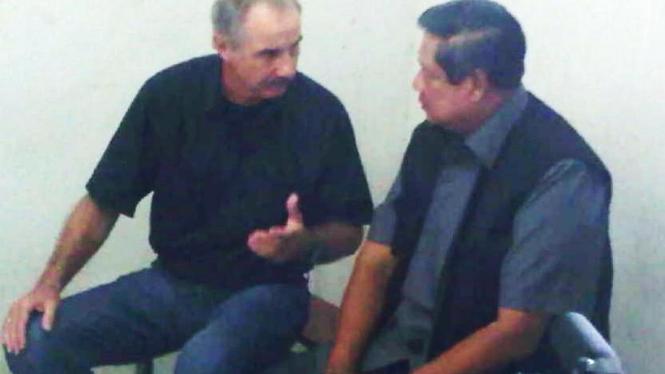 Presiden SBY dan pelatih Timnas Alfred Riedl