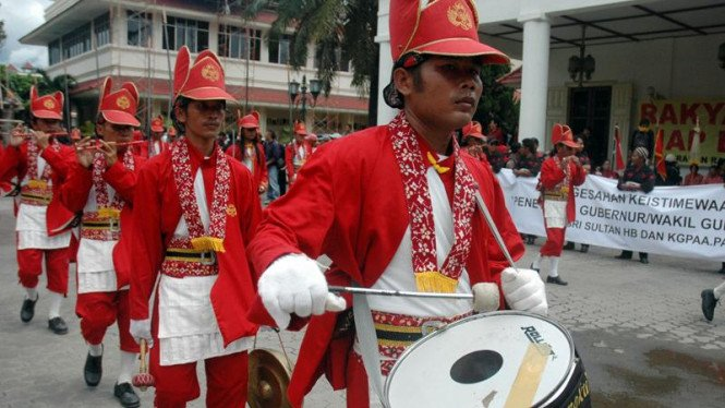 Prajurit kraton Yogyakarta dalam aksi demo RUUK Yogyakarta