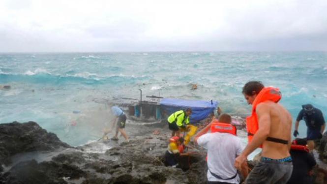 Kapal pencari suaka tenggelam di Pulau Christmas