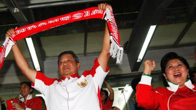 SBY dan Ani Yudhoyono berteriak kegirangan saat Indonesia mencetak gol