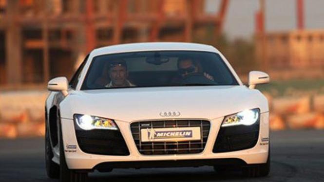 Pengujian Mobil-Mobil Sport Mewah