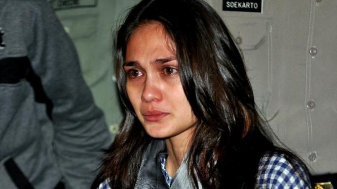 Luna Maya menangis di persidangan Ariel