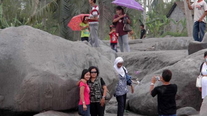 Wisata material vulkanik Merapi